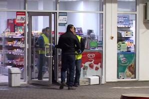Jaf la o benzinărie din Blaj: vânzătoarea lovită, iar banii - furaţi