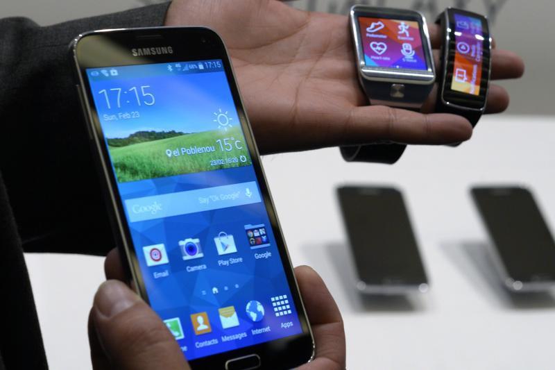 ANCOM va testa daca telefoanele v�ndute �n Rom�nia respecta nivelul radiatiilor stabilit de UE