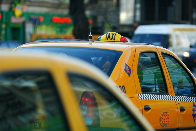 Perchezitii la mai multe firme de taximetrie din Brasov