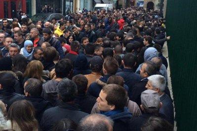 """Mesajul românilor din diaspora către Victor Ponta: """"Noi nu am plecat în Dubai după turul unu şi turul doi, nici nu am băut şampanie. Am băut nişte ceai"""""""