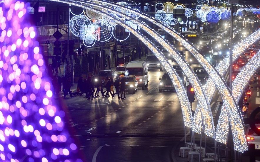 Primarul Sorin Oprescu a aprins luminile de sărbători din Capitală
