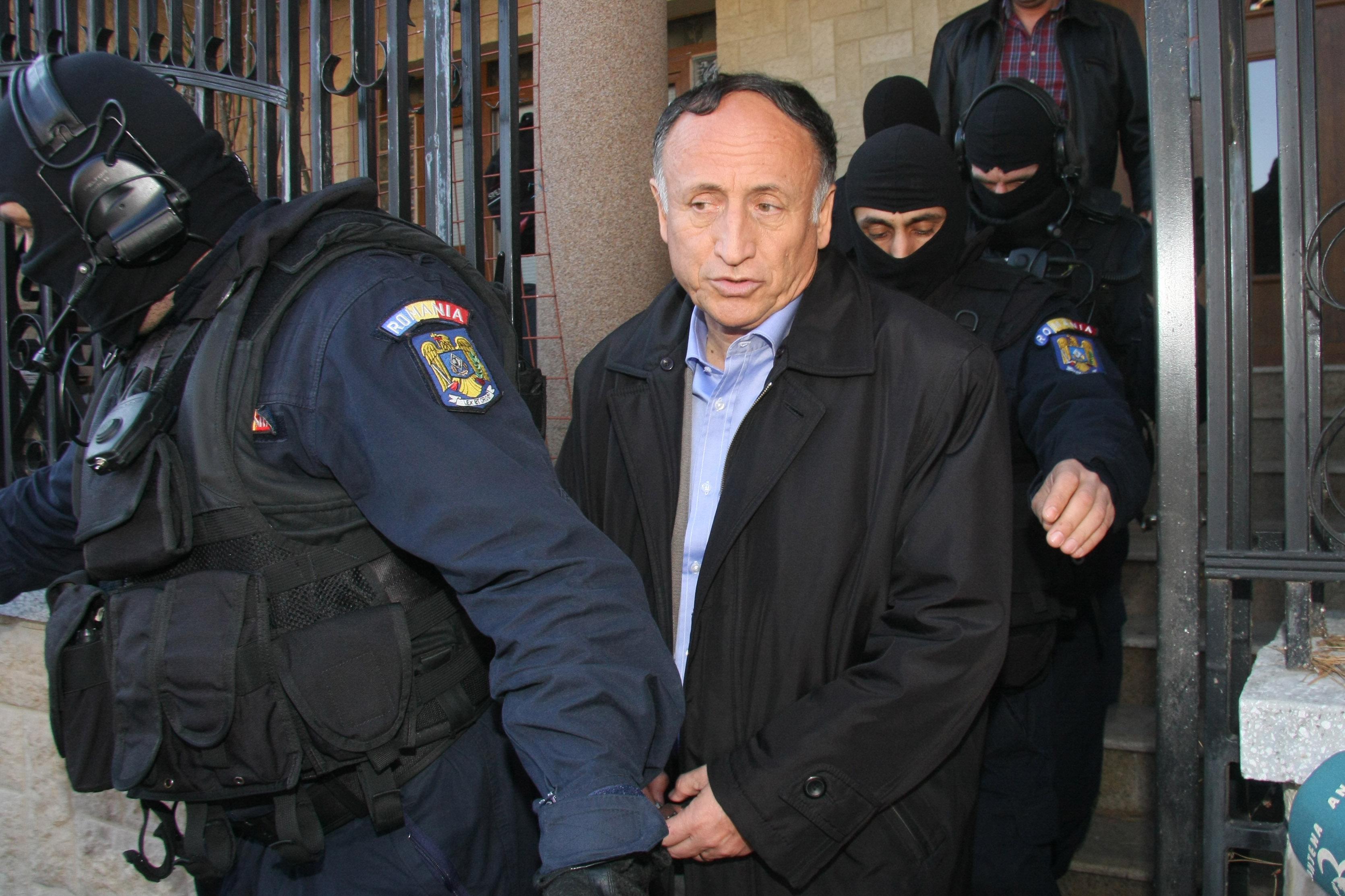 Primarul municipiului Pitesti, Tudor Pendiuc, a fost arestat preventiv