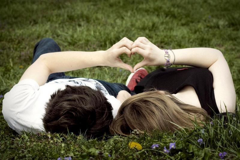 Online vs. offline: cum se iubesc rom�nii. 50% dintre utilizatorii serviciilor de dating au mai multe emotii la prima �nt�lnire dec�t la un interviu de angajare