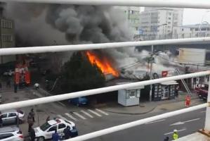 Incendiu sub Podul Basarab: un magazin şi un restaurant au luat foc