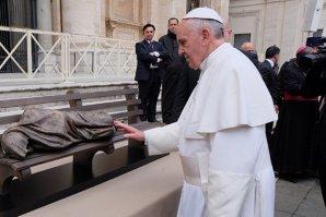 Cadoul făcut de Papa Francisc oamenilor defavorizaţi, de ziua sa de naştere
