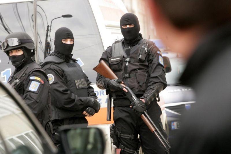 Perchezitii la seful SIPI Suceava si politisti, suspectati de abuz si favorizarea infractorului