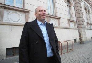 """Fiul vitreg al senatorului liberal Cornelui Dobriţoiu, condamnat la 5 ani de închisoare pentru campania publicitară """"Ţara de Basm"""""""