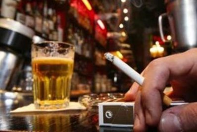 Bănicioiu vrea taxă mai mare pe ţigări şi pe alcool. Cum justifică MS dorinţa creşterii taxei de viciu