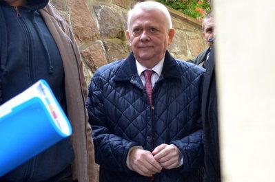 Viorel Hrebenciuc rămâne în închisoare, fiul său, Andrei, în arest la domiciliu