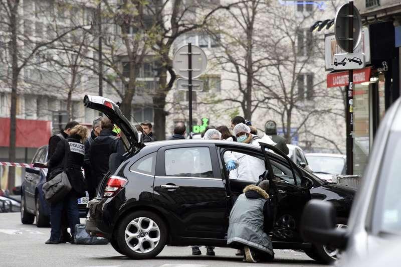 ATAC TERORIST la Paris. Primele imagini cu MAŞINA atacatorilor din Paris