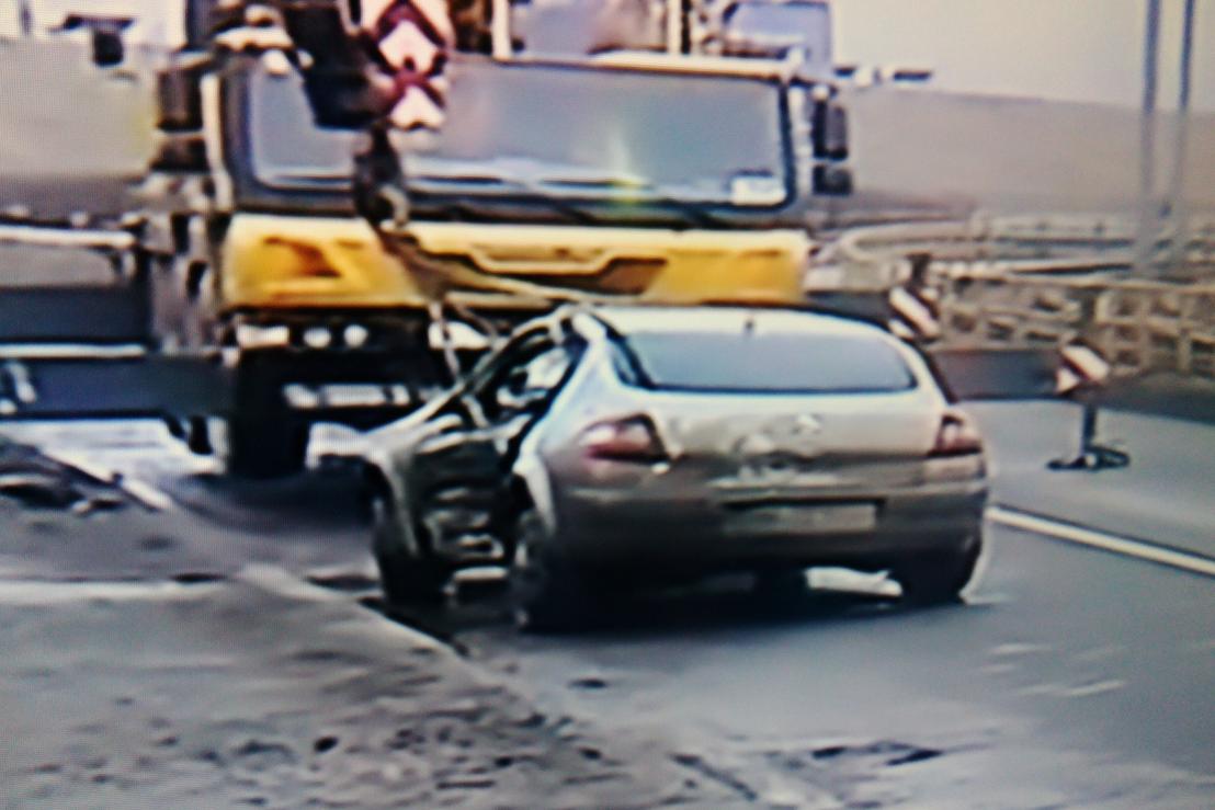Trei persoane au fost ranite �n Bucuresti, dupa ce masina �n care se aflau a cazut �n D�mbovita - FOTO