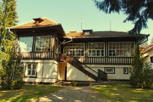Vila lui Ceauşescu este scoasă la licitaţie. Cât este preţul de pornire - GALERIE FOTO