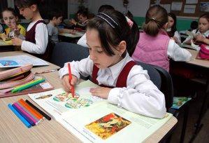 """O profesoară de religie i-a trimis pe elevi acasă cu """"un bilet"""". Ce a făcut când a constatat că părinţii nu îl semnaseră"""