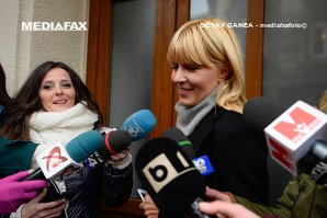 Elena Udrea, aflată sub control judiciar, s-a prezentat la Secţia 2 Poliţie