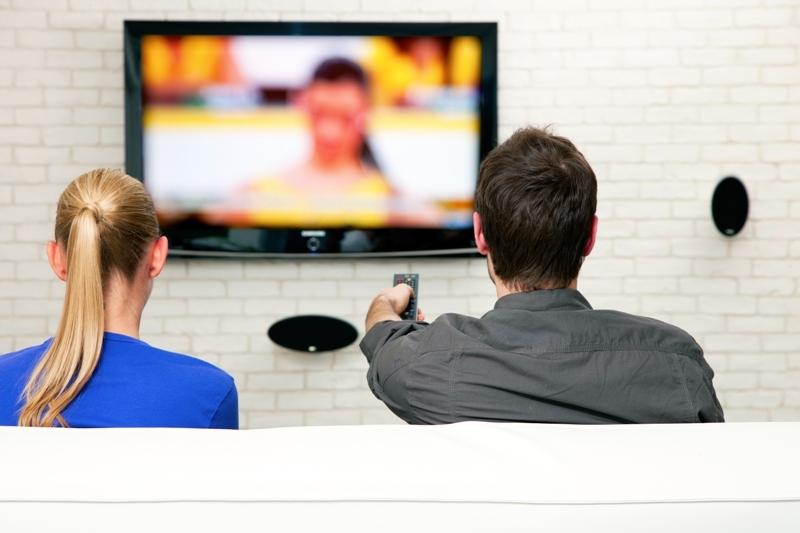 Samsung îşi avertizează clienţii: Televizoarele inteligente ascultă discuţiile personale