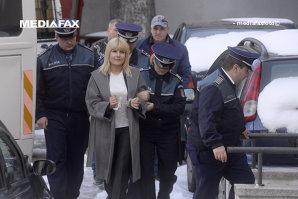 """Elena Udrea, LA PĂMÂNT. Imaginile SECRETE tocmai au fost publicate. """"Totul s-a întâmplat în BIROUL său"""". EXCLUSIV"""