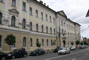 Zeci de elevi de la un liceu din Cluj, sancţionaţi după ce au creat un grup pe Facebook. Ce mesaje au postat
