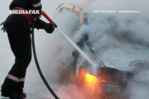 Trei bărbaţi care mergeau la vânătoare au ajuns la spital după ce maşina cu instalaţie GPL în care se aflau a luat foc