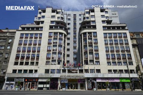 Proprietarii hotelului Ambasador dau în judecată Primăria pentru că montează borduri prea înalte pe Bulevardul Magheru