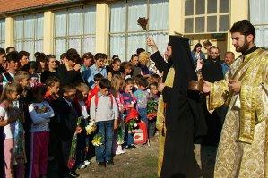 Peste 1,8 milioane de părinţi au fost de acord să-şi înscrie copiii la ora de religie