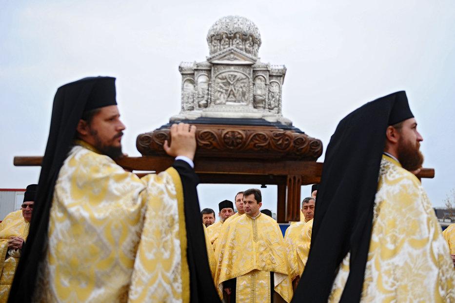 Statul, puşculiţa BOR. Câţi bani au dat autorităţile la Catedrala Mântuirii Neamului şi la biserici în 2014