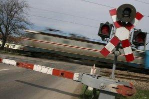 Nu s-a asigurat înainte să traverseze calea ferată, iar asta l-a costat viaţa