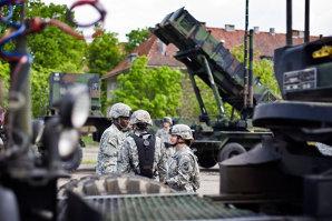 Un militar american a făcut schimb de ecusoane cu un general român, cei doi având acelaşi nume