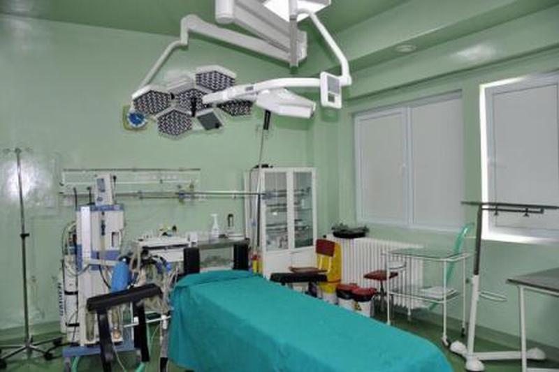 Reuşită remarcabilă a medicilor din Târgu Mureş: au replantat mâna unui tânăr care suferise un accident de muncă