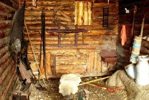 Doi sibieni le-au promis unor tinere, inclusiv minore, găzduire la o stână. Ce s-a întâmplat când fetele au ajuns acolo