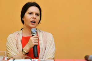 Record de vânzări pentru Adriana Săftoiu. Tirajul tipărit al cărţii ei a fost epuizat