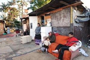 """Doi polonezi ironizează romii din Oslo: """"Nu suntem bolnavi. Nu avem copii. Cerşim pentru bere"""""""