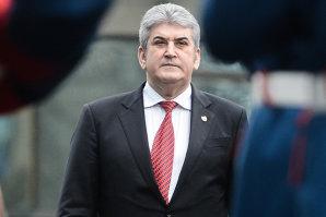 Comisia de Etică a Universităţii Bucureşti verifică teza de doctorat a lui Gabriel Oprea, suspectă de PLAGIAT