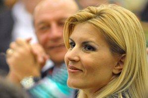 Unde era Elena Udrea când la minister s-a adus geanta cu 900.000 de euro? Răspunsul fostului preşedinte