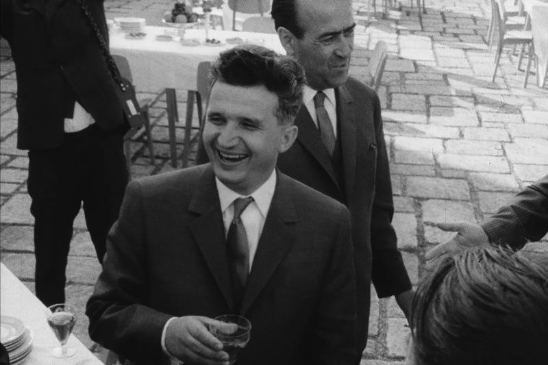 O tolbă de vânătoare care i-a aparţinut lui Ceauşescu, scoasă la licitaţie la Mamaia