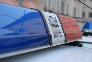 Un şofer, proaspăt eliberat din penitenciar, căutat de poliţişti după ce a refuzat să oprească la semnalele lor şi a plonjat cu maşina într-un râu