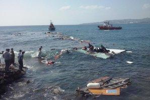 Sute de imigranţi morţi în largul Libiei, după răsturnarea a două ambarcaţiuni