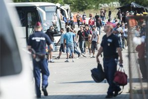 Alţi patru români au fost reţinuţi de poliţia ungară pentru trafic de persoane