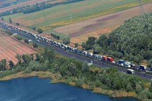 Avertizare MAE: Circulaţie rutieră dificilă la graniţa dintre Ungaria şi Austria, din cauza controalelor