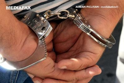 Un inspector Antifraudă a fost reţinut de DNA pentru luare de mită. Câţi bani a primit de la doi comercianţi