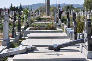 Şapte parlamentari vor să rezolve problema firmelor care au în posesie cimitire şi nu le pot extinde
