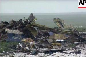 IMAGINI DE ARHIVĂ. Înregistrarea VIDEO realizată de Associated Press la locul tragediei de la Baloteşti. 59 de oameni au murit în cea mai mare catastrofă aviatică din România