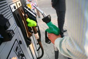 """O benzinărie din Miercurea Ciuc, amendată pentru că la pompe contorizarea nu începea """"de la zero"""""""