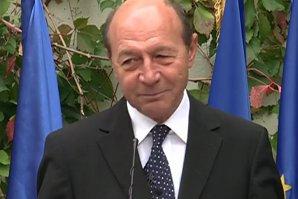 GAFĂ URIAŞĂ făcută de Traian Băsescu. Numărul lui de telefon mobil este acum public şi toată lumea îl sună. FOTO în articol