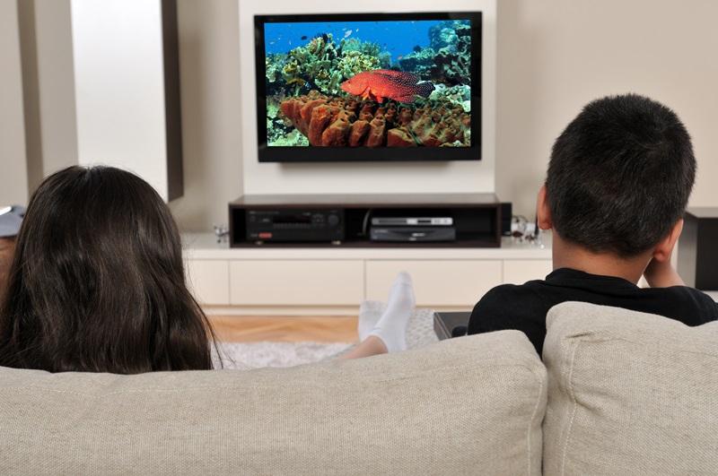 Cât timp petrec copii din România în faţa calculatorului sau a televizorului. Cifrele sunt îngrijorătoare