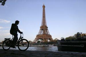 Atentatele teroriste reduc cererea de vacanţe în mai multe oraşe europene. Cu cât au scăzut hotelierii preţurile