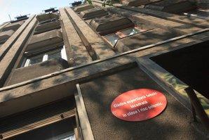 Primăria somează agenţii economici din clădirile cu bulină roşie să-şi ÎNCETEZE activitatea în 24 de ore