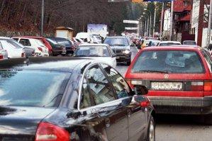 Mii de turişti se îndreaptă spre staţiunile de pe Valea Prahovei. Traficul rutier pe DN 1 este îngreunat