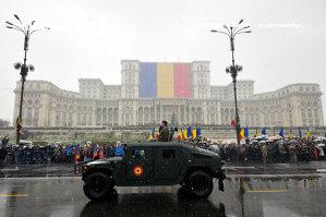 Repetiţiile pentru parada de 1 Decembrie s-au încheiat în Piaţa Constituţiei, traficul a fost reluat
