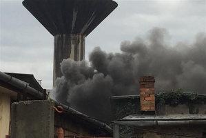 Incendiu devastator la un depozit de încălţăminte din Oradea. Pompierii intervin cu zece autospeciale
