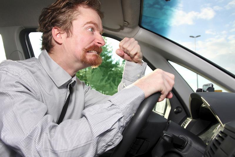 """Studiu: De ce se şicanează bărbaţii în trafic. """"Se ghidează după zicala """"Nu rişti, nu câştigi"""""""""""